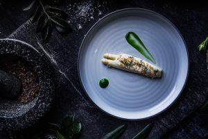 Asparagus with sauce